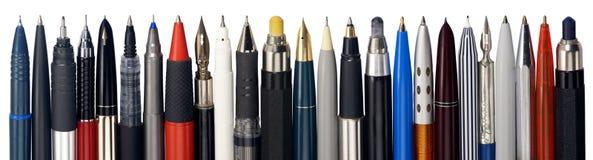 Diverse vulpennen, ballpointen en potloden stock afbeelding