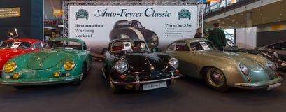 Diverse wijzigingen van de sportwagen Porsche 356 tribune op een rij stock afbeeldingen