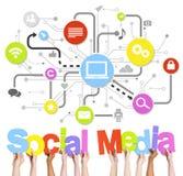 Diverse Word van de Mensenholding Sociale Media en Verwante Symbolen hierboven royalty-vrije illustratie