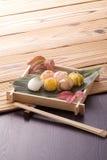 Diverses billes de sushi images libres de droits