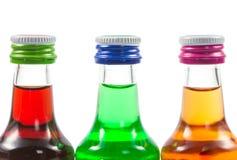 Diverses bouteilles d'isolement de liqueur avec des boissons de partie Images libres de droits