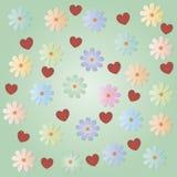 Diverses fleurs avec des coeurs sur un fond vert clair Fond pour un message de félicitations Photographie stock