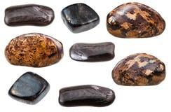 Diverses formes de roche d'Enstatite d'isolement sur le blanc Photographie stock libre de droits