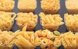 Diverses formes des pâtes Image stock