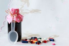 Diverses formes galéniques pour le traitement des patients images stock