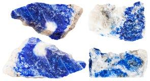 Diverses gemmes bleu-foncé de minerai de lazurite Photographie stock