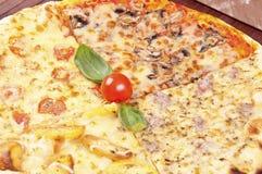 Diverses saveurs de pizza images libres de droits