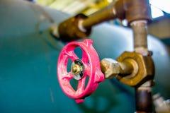 Diverses vieilles valves de tuyau de chaufferie Photo stock