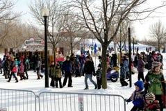 Diversión al aire libre del invierno de la familia Fotos de archivo libres de regalías
