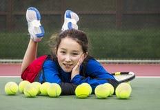 Diversión al aire libre del tenis para la muchacha Foto de archivo libre de regalías
