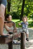 Diversión con el niño en el patio Fotos de archivo