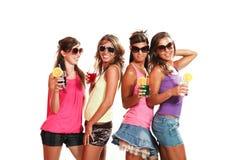 Diversión de cuatro muchachas con una bebida Imagenes de archivo