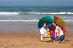 Diversión de la familia en la playa Imágenes de archivo libres de regalías
