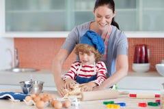 Diversión de la niñez en la cocina Imagen de archivo libre de regalías