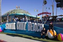 Diversión de Santa Cruz en la playa Imágenes de archivo libres de regalías