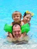 Diversión del tiempo de la piscina
