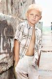 Diversión del verano del muchacho joven fotos de archivo libres de regalías