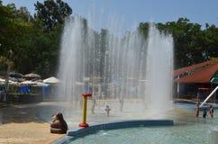 Diversión del verano en el parque del agua Fotos de archivo libres de regalías