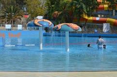 Diversión del verano en el parque del agua Fotos de archivo