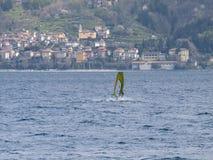 Diversión del Windsurfer en un día de Breva Fotografía de archivo libre de regalías