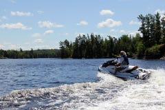 Diversión en el agua, lago del bosque, Kenora Ontario fotos de archivo libres de regalías