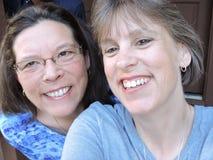 Diversión en las montañas de Gatlinburg, risa sonriente de las mujeres Foto de archivo