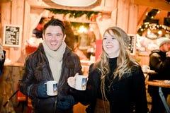 Diversión en un mercado de la Navidad Fotos de archivo
