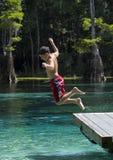 Diversión joven del verano del muchacho - resortes de Morrison Imagen de archivo libre de regalías