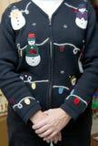 Diversión y suéter feo divertido de la Navidad del día de fiesta imagenes de archivo