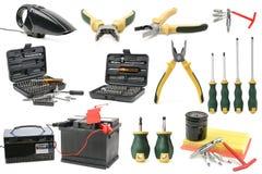 Diversi strumenti stabiliti per la riparazione e la manutenzione dell'automobile isolati sul whi Immagini Stock
