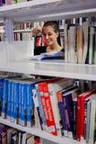 Diversi studenti sulla città universitaria dell'istituto universitario Immagini Stock Libere da Diritti