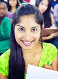 Diversidad de comunidad y pertenencia étnica india que aprenden a Team Concept Fotografía de archivo libre de regalías