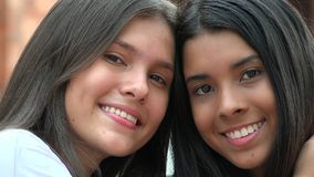 Diversidade de sorriso das meninas consideravelmente adolescentes Imagens de Stock
