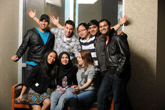 Diversidade do estudante universitário no campus universitário fotos de stock