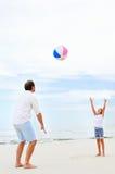 Diversión de la playa de la familia Foto de archivo