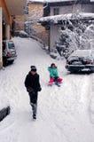 Diversión del invierno en la ciudad vieja Foto de archivo libre de regalías