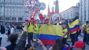 Diversiones colombianas con la muestra en la camiseta metrajes