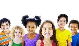 Diversité Gorup d'appartenance ethnique de concept gai d'amitié d'enfants Photographie stock