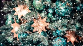 Diverso árbol de navidad decorativo juega el primer libre illustration