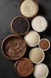 Diverso arroz en cuencos Foto de archivo