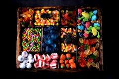 Diverso caramelo - ranas, osos, gusanos, calabazas, ojos, semillas en el esmalte, mandíbulas, calabazas para Halloween Foto de archivo libre de regalías