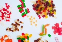 Diverso caramelo sabroso de la jalea en el fondo blanco Imagen de archivo