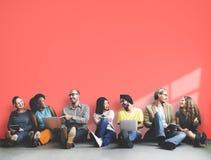 Diverso concetto dello spazio della copia del dispositivo di Digital di amicizia della gente Immagini Stock Libere da Diritti