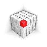 Diverso cubo rojo del rojo hacia fuera de la estructura blanca del grupo Imagen de archivo