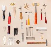 Diverso cuero de la colección que hace las herramientas a mano Imagen de archivo libre de regalías