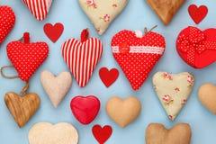 Diverso de corazones de madera y de la tela Imágenes de archivo libres de regalías