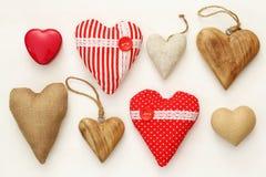 Diverso de corazones de madera y de la tela Fotografía de archivo libre de regalías