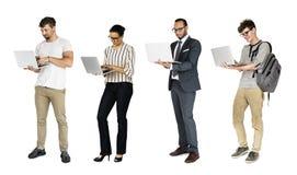 Diverso della gente che usando lo studio del taccuino del computer portatile isolato Fotografie Stock