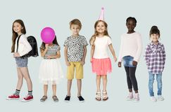Diverso do estúdio dos povos das jovens crianças isolado imagens de stock royalty free