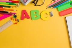 Diverso espacio de la copia de la fuente de los efectos de escritorio de la escuela del color fotografía de archivo libre de regalías